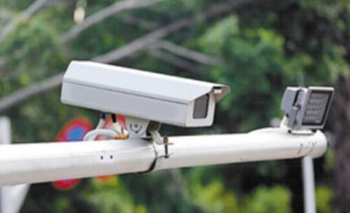 头条:张家港12月起新增电子警察抓拍设备